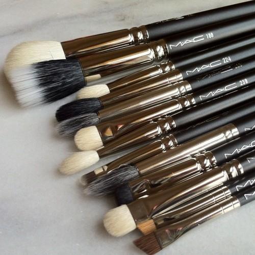 средство для очистки кистей для макияжа