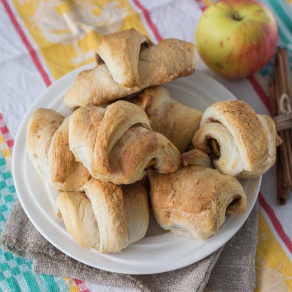 слойки с яблоком