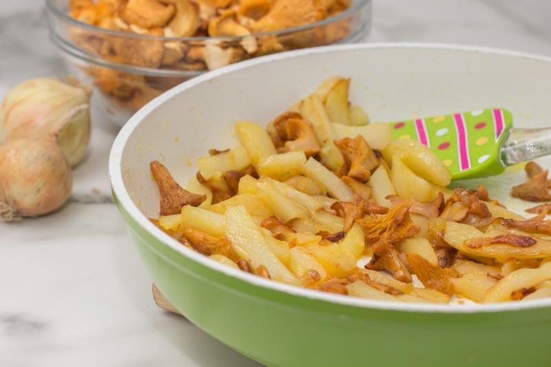 Жаренная картошка с лисичками